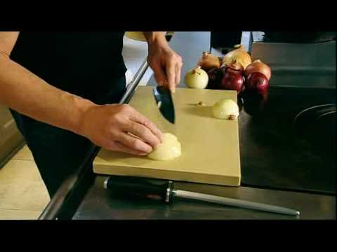Gordon Ramsay: How to Chop an Onion