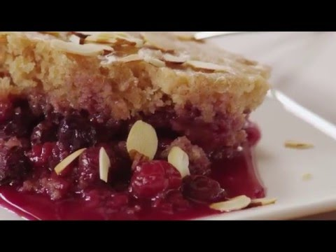The Best Slow Cooker Cake: Mixed Berry Pudding Cake