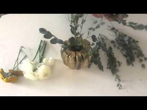 How to Make a Gold Acorn Floral Arrangment