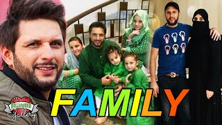 Shahid Afridi Family With Parents, Wife, Daughter, Brother and Cousin