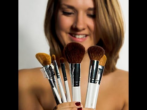 Amazon Reviewer - QueenB Makeup Gift Sets - Professional Makeup Brush Set