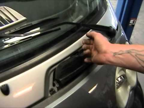 How to Replace a Smart Car Headlight Bulb