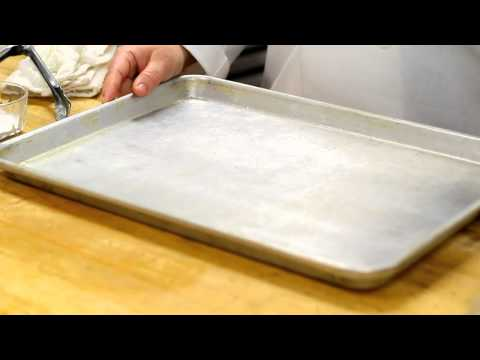 How to Clean Stainless Pans