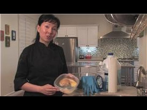 Cookware : How to Clean Moldy Plastic Food Containers