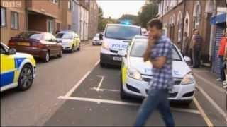 Officer assaulted whilst making an arrest [HD]
