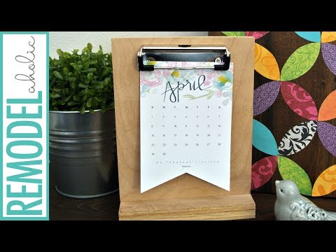 Easy Last-Minute Gift Idea! Free Printable 2018 Calendar and DIY Desk Calendar Stand