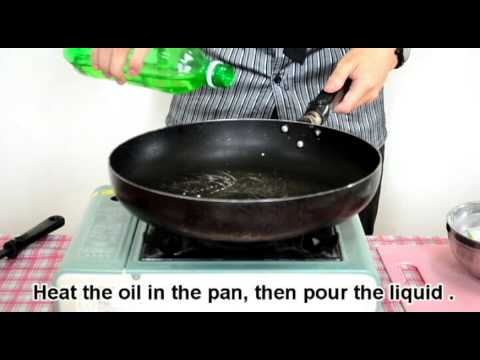 How to make oyster omelet (蚵仔煎).avi