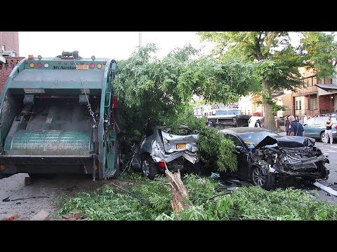 9 cars crashed by drunk garbage truck driver