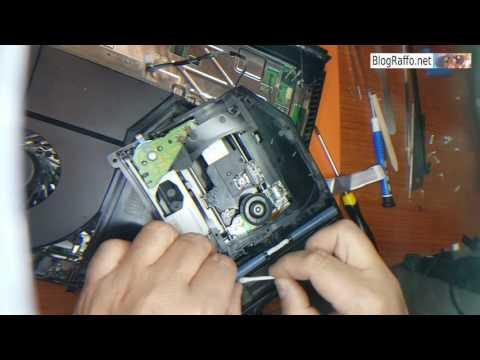 Sony PS4 smontaggio e pulizia laser - Il disco viene caricato male - slitta