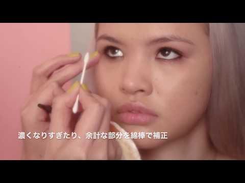 eye framing with black eyeliner