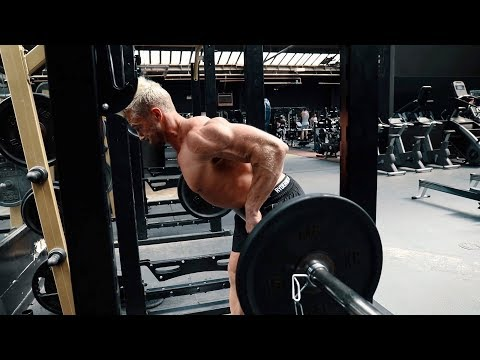 60 SECOND WORKOUT TIPS! HOW TO BUILD A BIGGER BACK! BARBELL ROW TECHNIQUES FOR MUSCLE BUILDING