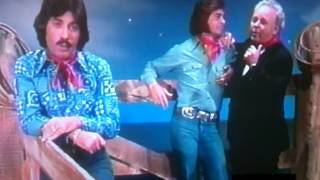 Engelbert Humperdinck-''Eddie Arnold'' tribute medley with Caroll O'Connor and Tony Orlando 1976.