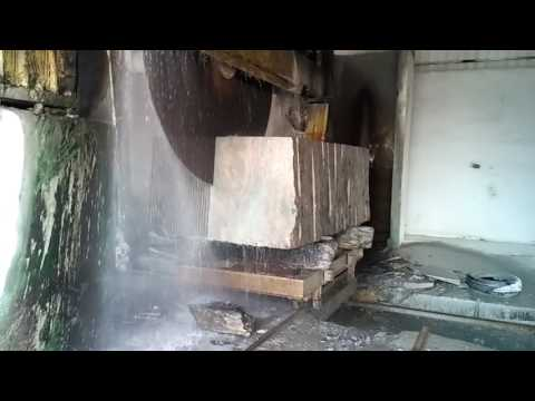 How granite stone is cut into slabs