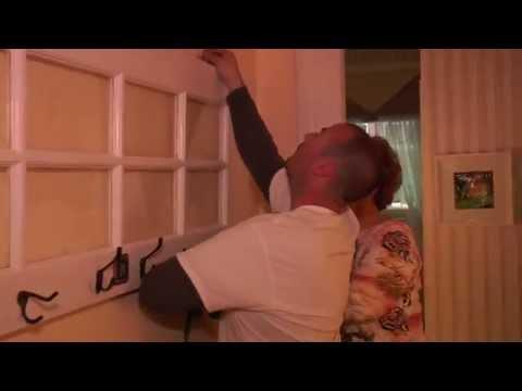 Season 1, Episode 26: Door picture frame