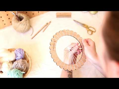 How to warp: Small Round Loom; Weaving Techniques with The Unusual Pear