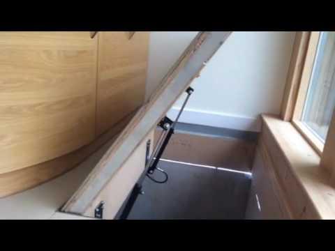 Wine cellar hydraulic trap door