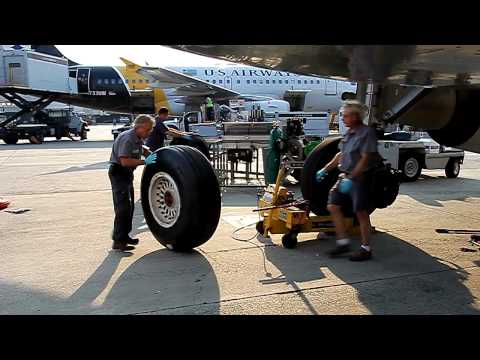 Airbus A321 Tire Change