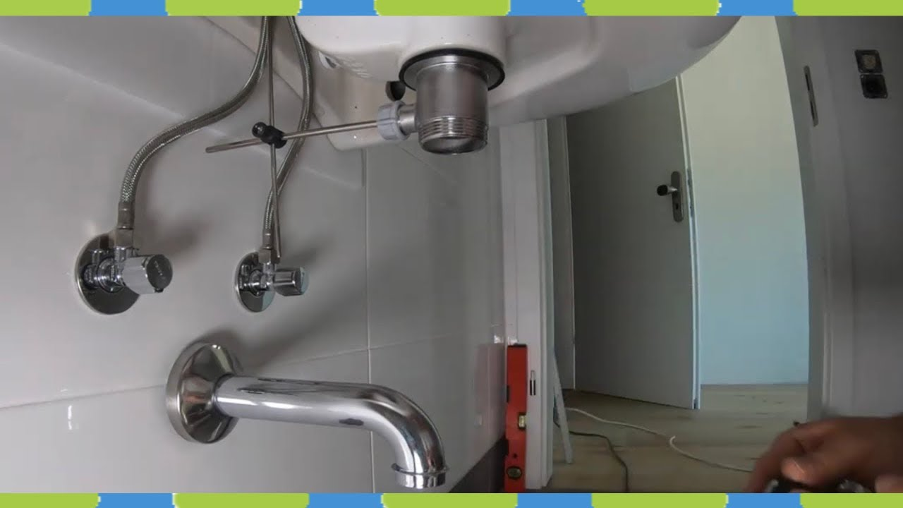 Completes bad Montieren Wand-WC, Waschbecken, Abfluss, Duscharmatur, Spiegelschrank