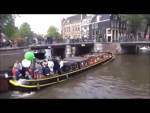 Amazing time-lapse video of boats in Amsterdam.....