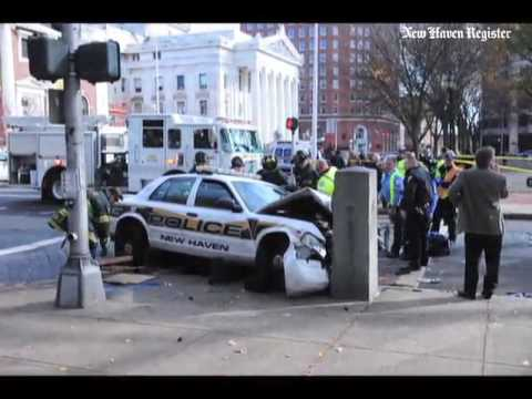 CT Transit bus accident w/ #nhv police car at the corner of Elm and Temple Sts. in New Haven on 11/1