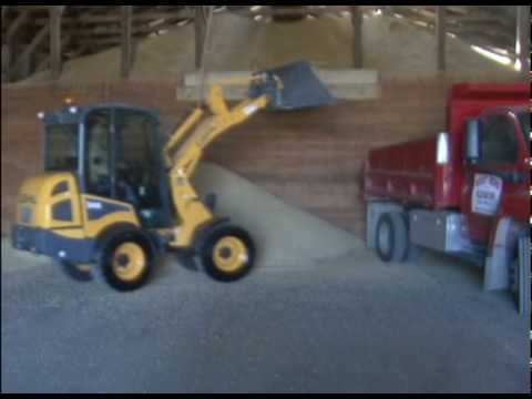 Gehl Articulated Loader Lifting and Dumping