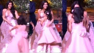 Aaradhya Bachchan CUTELY Running Toward Mom Aishwarya Rai & Gives Her HUG In Middle Of Event