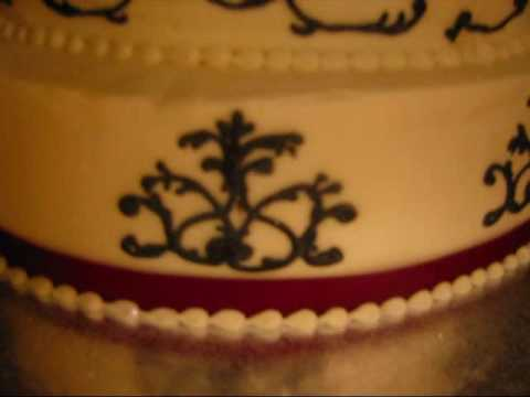 Cake Decorating : Black Scroll Wedding Cake