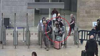תיעוד: מסתננים עוברים את ביקורת הגבולות עם כרטיסים של ישראלים