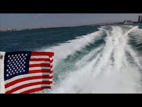 31' Sea Ray Cruising To Treasure Island