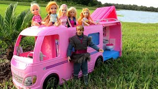 CAMPER ! Elsa & Anna toddlers go Camping with Barbie - Built-In pool play - ice trouble - Picnic