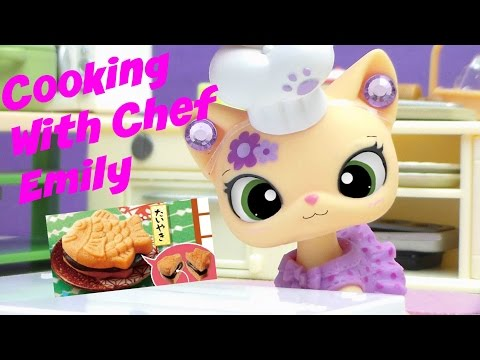 LPS- Cooking With Chef Emily | Episode #1 ( Cookie Sandwich Cake )