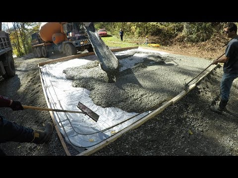 Pouring a concrete slab for a new garage
