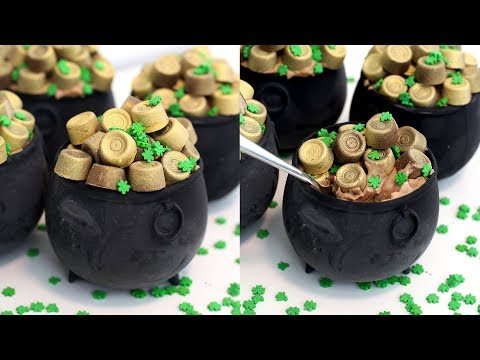 Pot of Gold Cheesecakes | Bailey's Cheesecake Pots with Golden Rolos | RECIPE