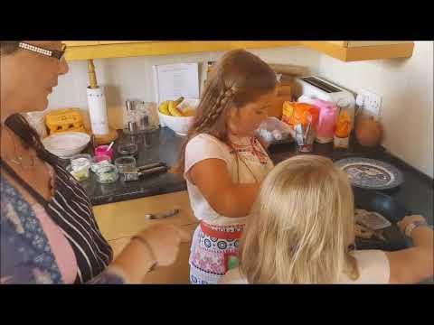 Kid's Veg Quorn Chicken, or Chicken & Rice Noodle Stir Fry