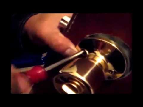 Removal and installation of a locking door knob