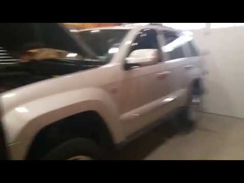 How to Rotate Tires on a Jeep WK 4X4 Grand Cherokee SUV