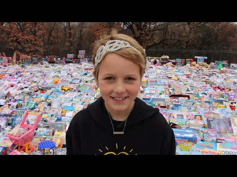 10-Year-Old With Leukemia Collects 10,000 Gifts for Other Kids in Need