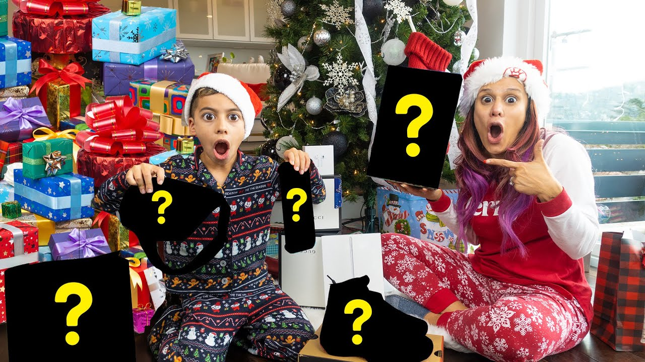 OPENING The BEST CHRISTMAS GIFTS EVER!! *SPEECHLESS* 🎁   The Royalty Family