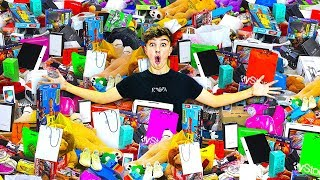 I Bought EVERYTHING In The Mall - Challenge