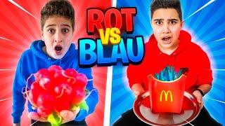 ROT vs BLAU 🔴 FARB CHALLENGE 🔵 [eklige Sachen essen] 🤢 | CRASHBROS2