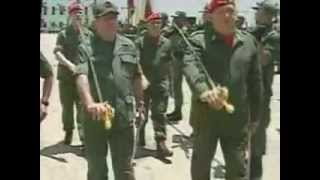 Presidente Chávez pasa revista a la agrupación de parada en acto de cambio de mando del CEO