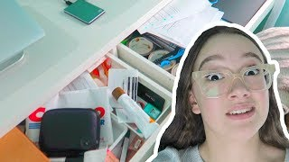 Ugh School! Organizing/Cleaning My Desk For School... FionaFrills Vlogs