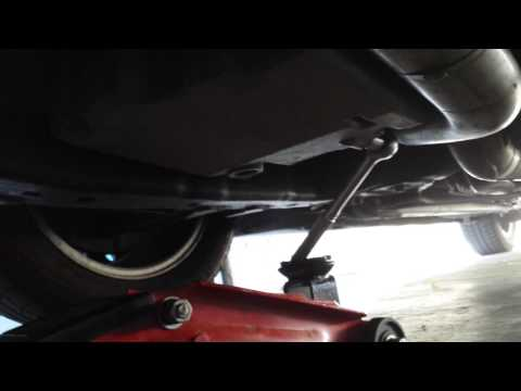 Oil change tip  - how to loosen a stuck oil pan drain plug / bolt