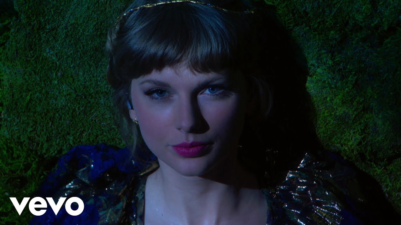 Taylor Swift - cardigan / august / willow (Live From The 63rd GRAMMYs ® / 2021)