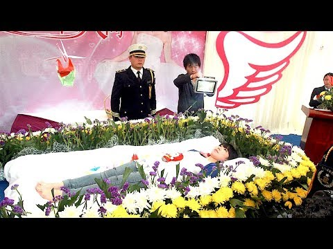 8 People Who Attended Their Own Funeral