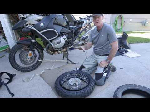 BMW R1200GS rear tire change