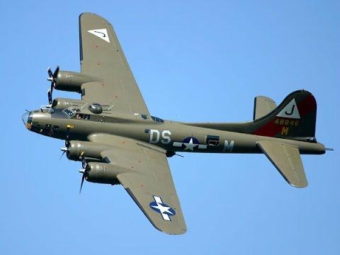 BOEING B-17 BOMBER FLYING OVER BALBOA PARK  LOS ANGELES