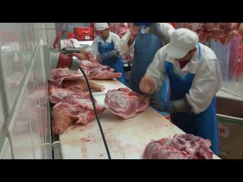 Deboning pork shoulder