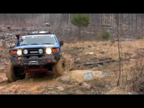 FJ Cruiser, learning to crawl on rocks with a manual six speed