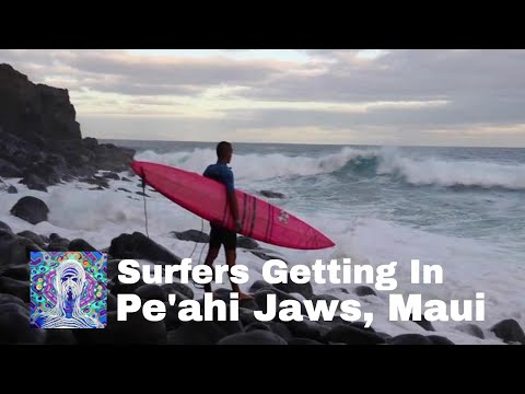Pe'ahi Jaws, Maui  - Surfers Getting In - Jan 4th 2016